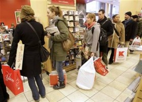 Last-minute shoppers boost sales