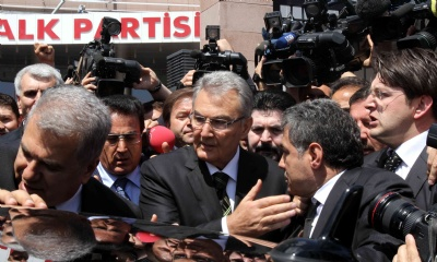 Deniz Baykal surrounded by reporters after leaving his home in Ankara to ask demonstrators to stop their hunger strike