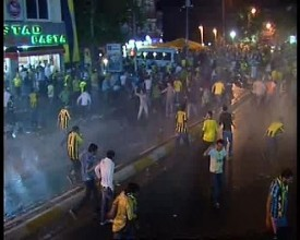 Violence in Kadikoy as Fenerbahce loose the championship