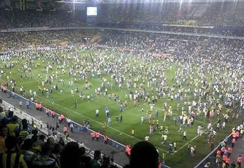 Hundreds of Fenerbahçe fans, angry over match-fixing allegations against their club, invaded the pitch during a friendly against Ukrainian champion Shakhtar Donetsk, forcing the abandonment of the game.