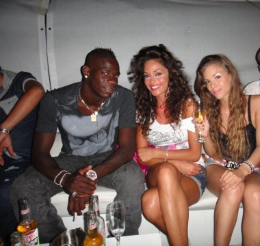 balotelli spotted with berlusconi bunga bunga hottie nationalturk