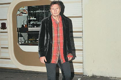 Liam Neeson in Istanbul, marking his territory with pee