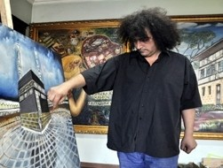 Orhan Albaş, a Turkish painter shows the artworks the burglar has'nt even noticed !