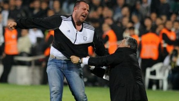 Besiktas fan reacts to injustice and scandalous refereeing
