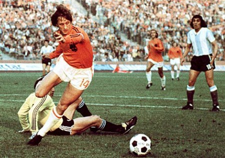 Johan Cruyff in action against Argentina during the 1974 World Cup