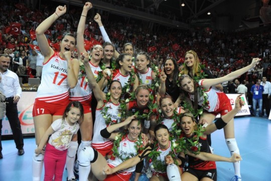 Turkey 's Women Volleyballers make history with 2012 London Olympics Qualification