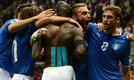 Germany vs Italy Euro 2012 : Italy perfected old school counter-attack football vs Germany, Italian players celebrate araound Mario Balotelli