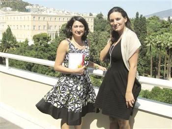 Greek Tourism Minister Olga Kefalogianni (r)  : Greece plans joint projects with Turkey