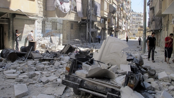 Aleppo fighting intensifies, Assad 's army advances in the devastated Syrian city