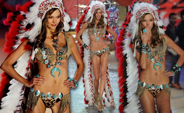Victoria's secret underwear model Karlie Kloss all smiles with an Indian headdress and her tits and ass : I am that stupid or ignorant that i cannot expect that what i do, will stir controversy since it is insulting to Indians in my country..may be i don't care because i earn more than every Indian in the USA combined by only showing my firm titties and ass in some silk underpants !'
