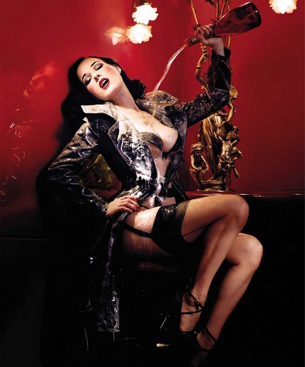 c84ceb46b3623 The Goddess of burlesque became singer ! Dita Von Teese make ...
