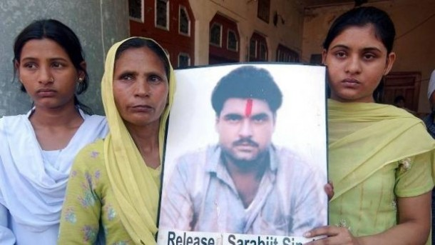 The family members of Sarabjit Singh carrying his picture: File Pic