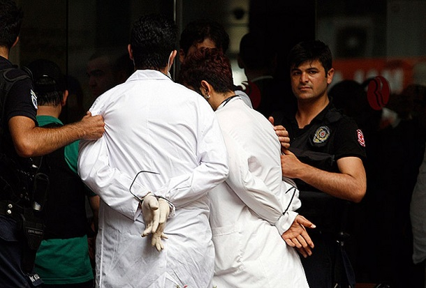 The doctors who help the injured people were arrested