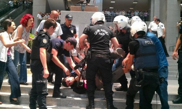 Lawyers-Arrested-Istanbul-Courthouse
