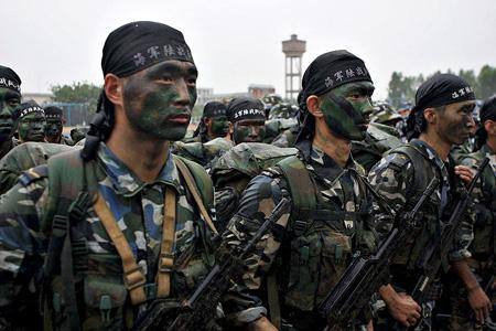 Chinese soldiers during military exercises. File Pic