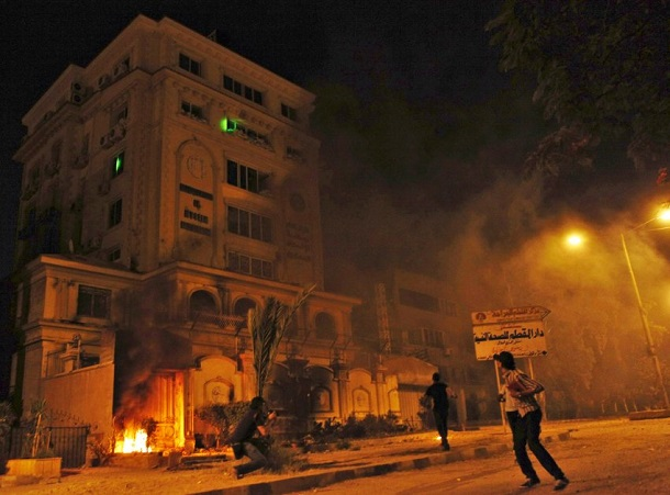http://www.nationalturk.com/en/wp-content/uploads/2013/07/Egypt-protests-Protesters-Ransack-Muslim-Brotherhood-HQ.jpg