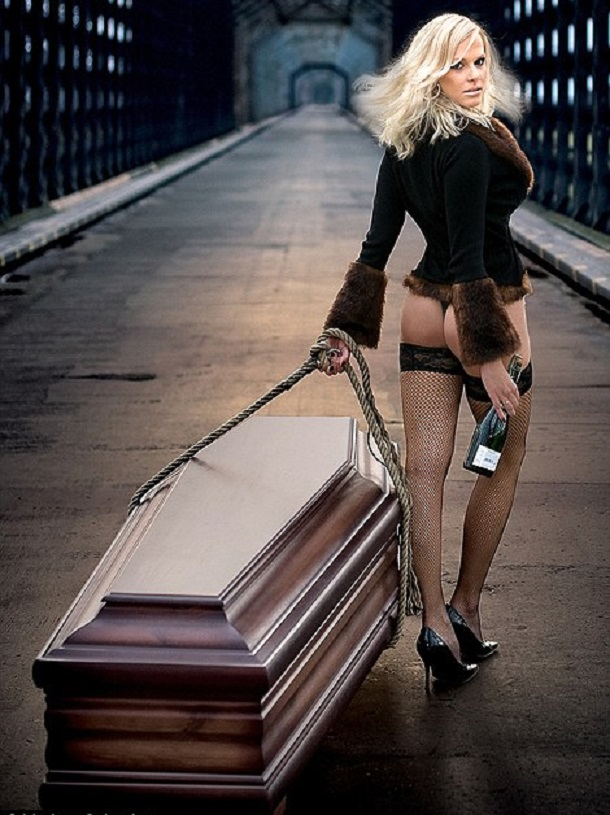 Lindner-Sexy-Coffin-Calendar-2014-001