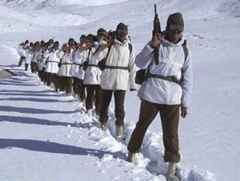 Indian soldiers patrolling in Siachen glacier. File pic