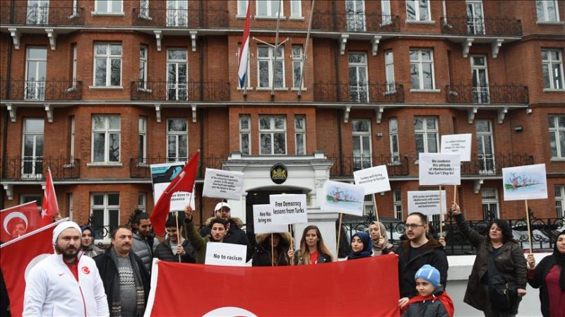 Turkish student group in London protests Dutch ban