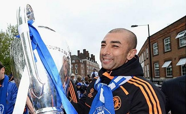 Di-Matteo-champions-league-trophy.jpg