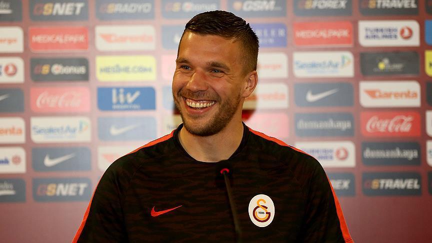 Photo of Podolski'ye Çin'den ciddi teklif