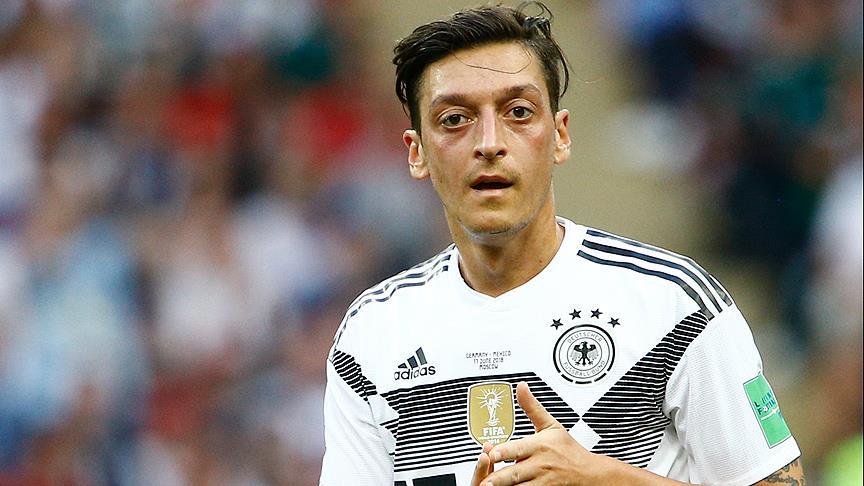 Photo of Mesut Özil'e karşı ırkçı kampanyaya Vodafone da mı katıldı?