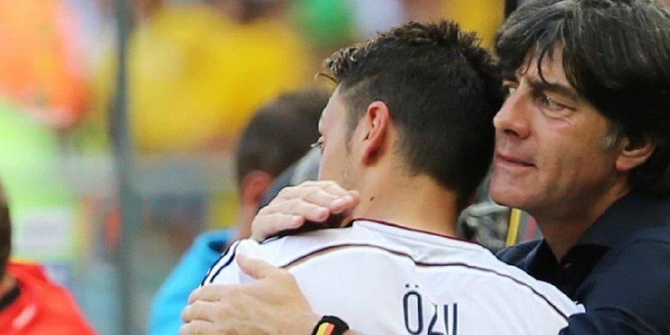 """Photo of Mesut Özil'in hikayesi: Almanya'da """"yabancı"""", Türkiye'de """"Almancı"""""""