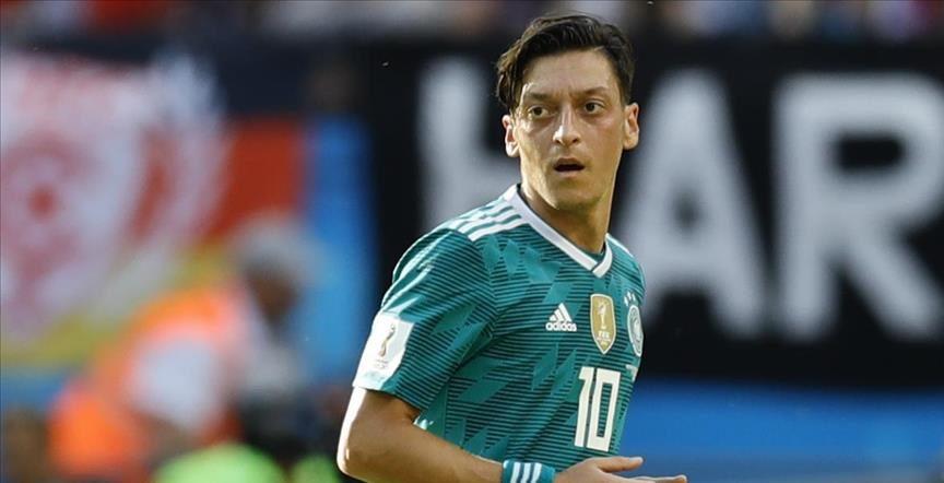 Photo of Mesut Özil'den Süper Lig'e sinyal