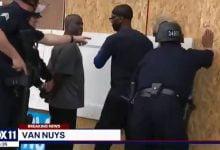 Photo of Dükkanlarını Koruyan Siyahileri Yağmacı Diye Gözaltına Aldılar!