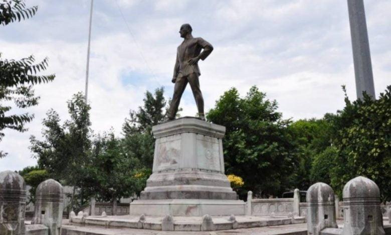 İlk Atatürk Heykeli