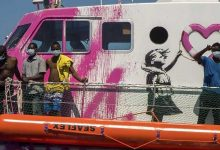 Photo of Sanatçının Fonladığı Gemi Aşırı Yüklendi, Akdeniz'de Mahsur Kaldı