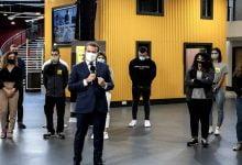 Photo of Tedbirleri Anlatırken Maskeyi Çıkarıp Öksürdü!
